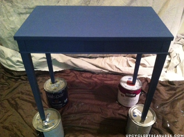 A thrifted side table gets a makeover using navy DIY chalk paint and a chevron stencil! Chevron Accent Table with DIY chalk paint. UpcycledTreasures.com