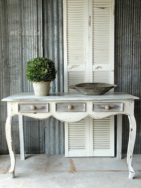 chippy-console-table-makeover