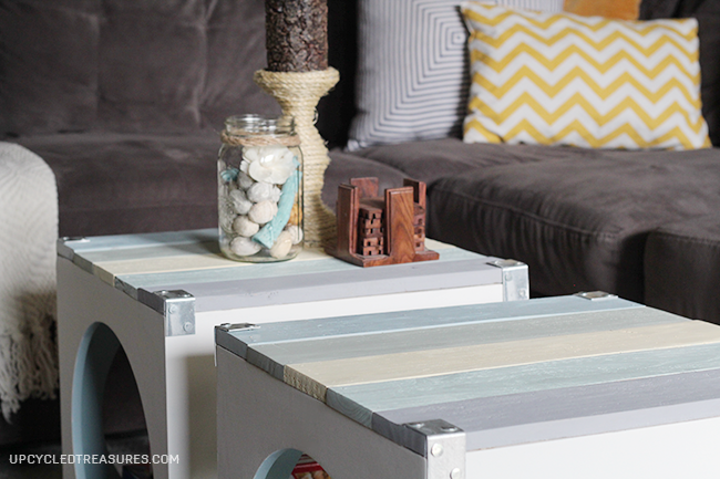 Want to get creative with your living room coffee table? Check out the use of pallets on this Beach Inspired Pallet Coffee Table! UpcycledTreasures.com