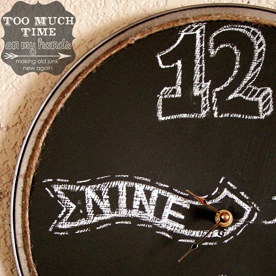 diy-Pizza-Pan-Chalkboard-Clock-Recycle-Reuse-Upcycle