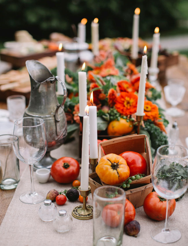 Looking for fall tablescape ideas? Here are 50 nature inspired Thanksgiving tablescapes filled with beautiful rustic elements. upcycledtreasures.com