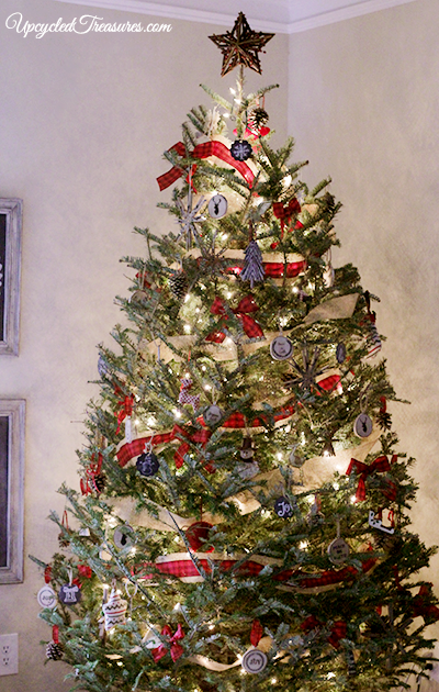 our-rustic-lodge-inspired-christmas-tree-with-handmade-ornaments-upcycledtreasures