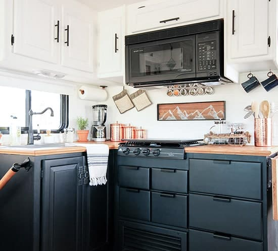 rustic-modern-rv-tour-tiffin-openroad-550x498-mountainmodenrlife.com