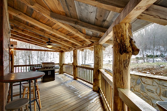 Enter to Win a FREE 2-night stay at Custom Cabin Resort Memory Mountain at Wolf Laurel - UpcycledTreasures.com