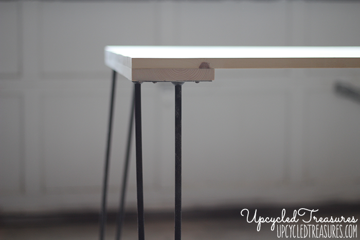 Take a look at this awesome DIY Rustic Industrial Desk using thrifted hairpin legs and upcycled pallet wood! UpcycledTreasures.com
