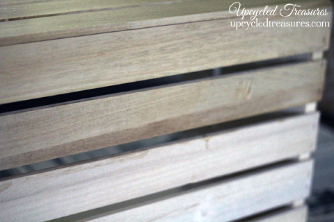PINNING this for later! See how easy it is to make new wood look old by using household items to create a non-toxic homemade stain. upcycledtreasures.com