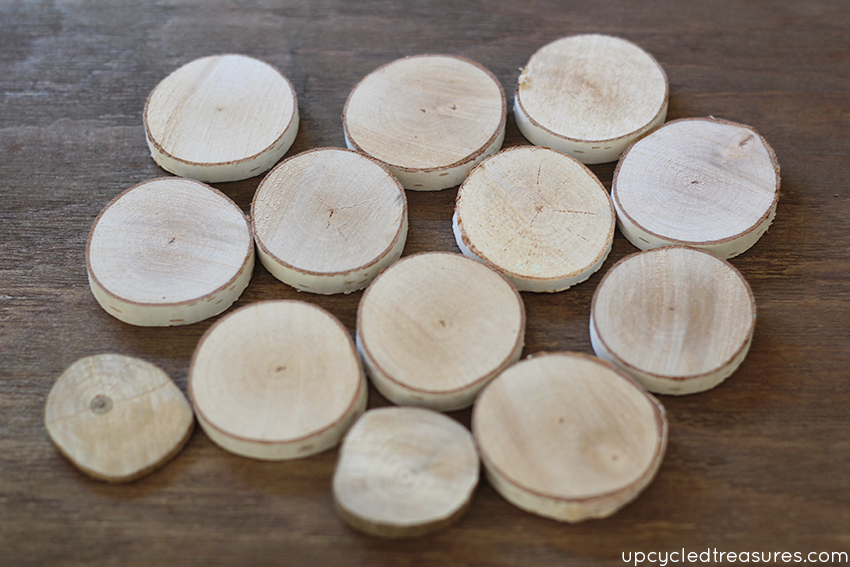 Forget those boring thumbtacks, use wood slices and paint the edges for a modern rustic look! Wood Slice Thumbtacks! MountainModernLife.com