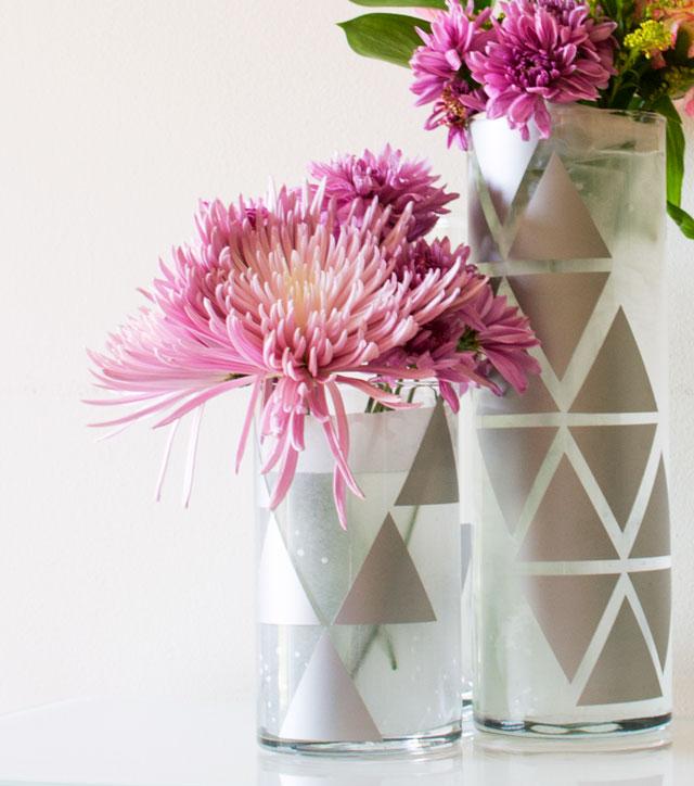 geometric-glass-vase-using-vinyl-decals