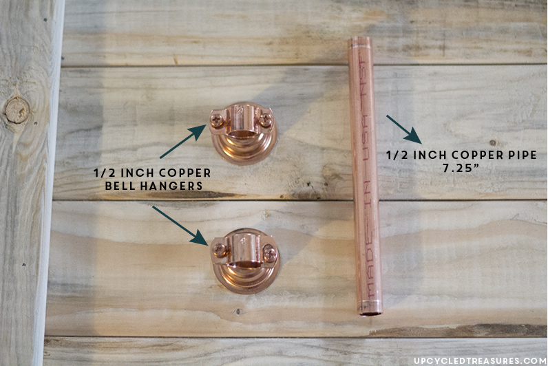 Looking for a rustic modern laptop tray? Check out this DIY Copper Pipe Tray and 14 other Handmade Christmas Gift ideas! MountainModernLife.com