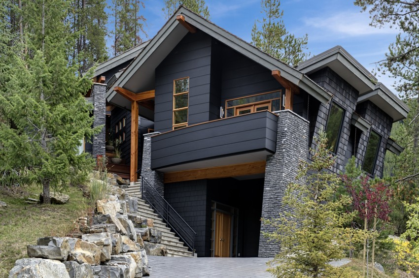 15 Modern Rustic Homes With Black Exteriors on delta house design