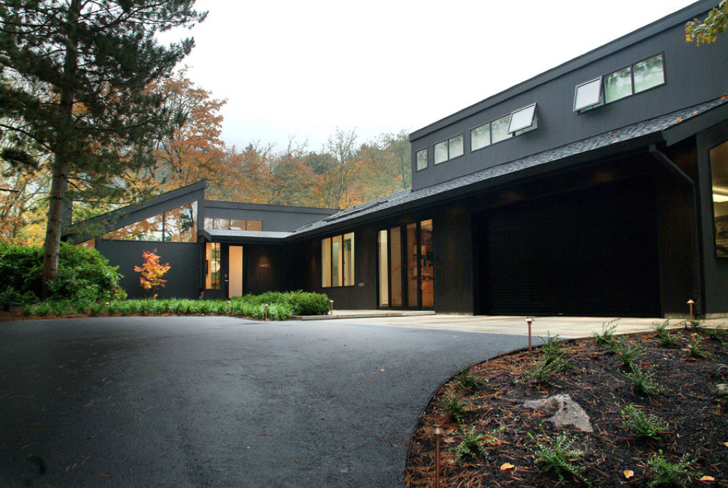 modern-rustic-black-house