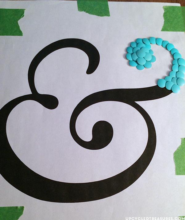 How to create DIY Ampersand Wall Art Using Thumbtacks! MountainModernLife.com