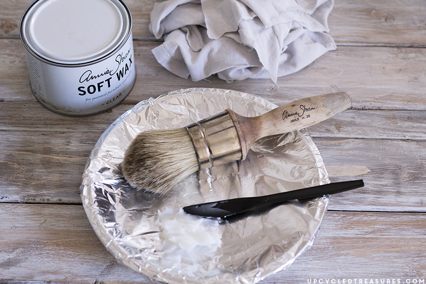 Waxing furniture can be a tricky process to get right. Check out these 15 Tips for Waxing Furniture with Annie Sloan Soft Wax | MountainModernLife.com