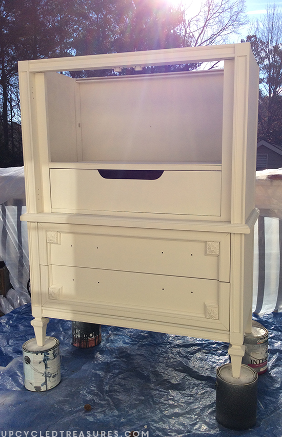 white-painted-mid-century-armoire-using-homeright-finishmax-sprayer-upcycledtreasures