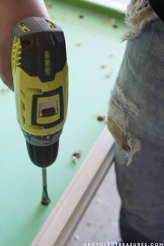 using ryobi drill to make marquee wood sign - upcycledtreasures