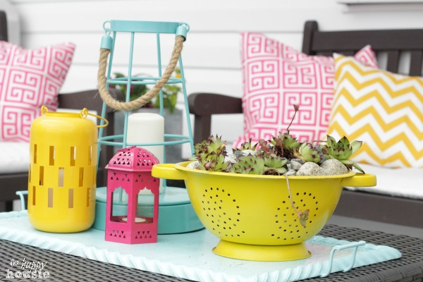 All-Decked-Out-for-Summer-Our-Summer-Deck-at-The-Happy-Housie-coffee-table-vignette