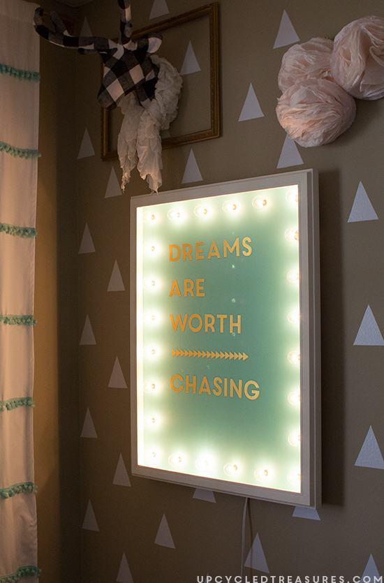 DIY-Marquee-Sign-from-upcycled-frame-upcycledtreasures