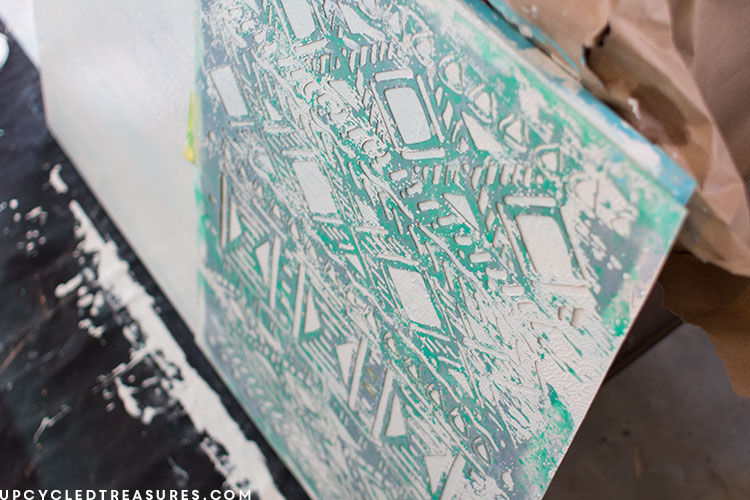 using-stencil-for-abstract-art-upcycledtreasures
