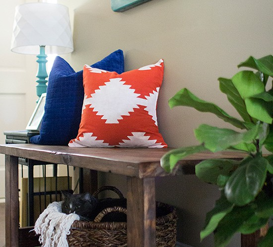 diy-kilim-inspired-painted-pillow-using-silhouette-stencil-mountainmodernlife.com-550x498