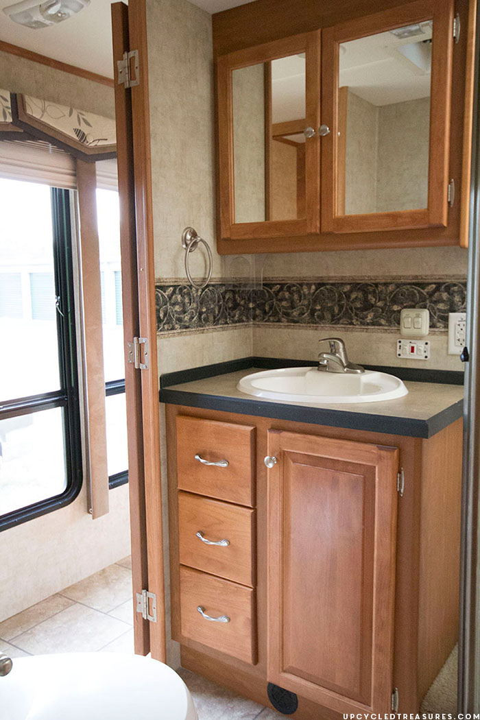RV Tour: Before Photos | Check out our new {to us} RV that we plan to update before hitting the road! Tiffin Allegro Openroad 32LA | MountainModernLife.com