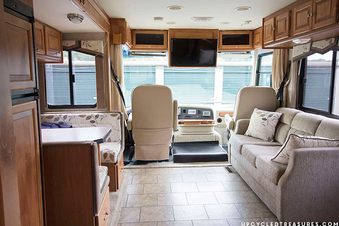 RV Tour: Before Photos - Check out our new {to us} RV that we plan to update before hitting the road! Tiffin Allegro Openroad 32LA | MountainModernLife.com