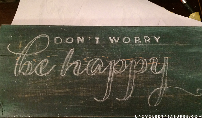 creating-dont-worry-be-happy-sign-with-chalk-transfer-upcycledtreasures