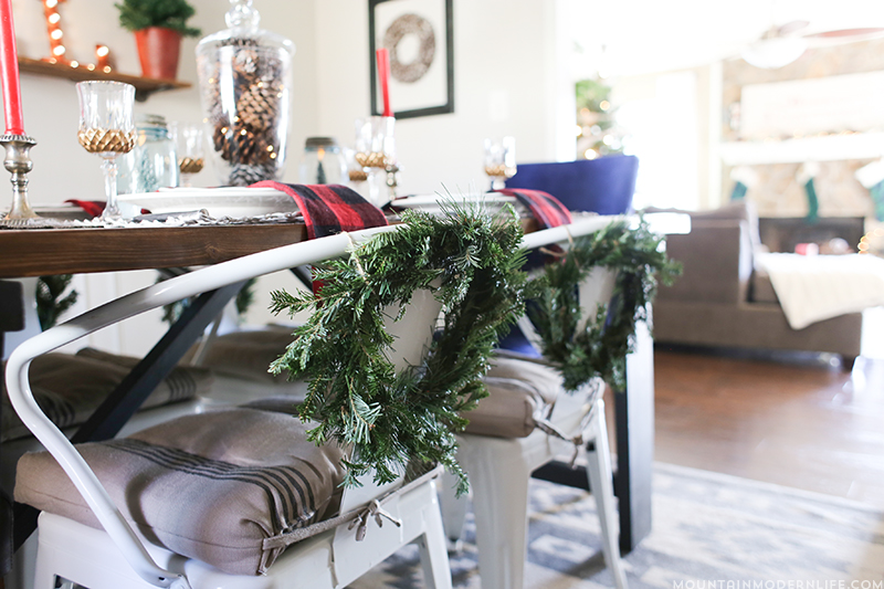 cabin-inspired-christmas-dining-room-decorations-2-mountainmodernlife.com
