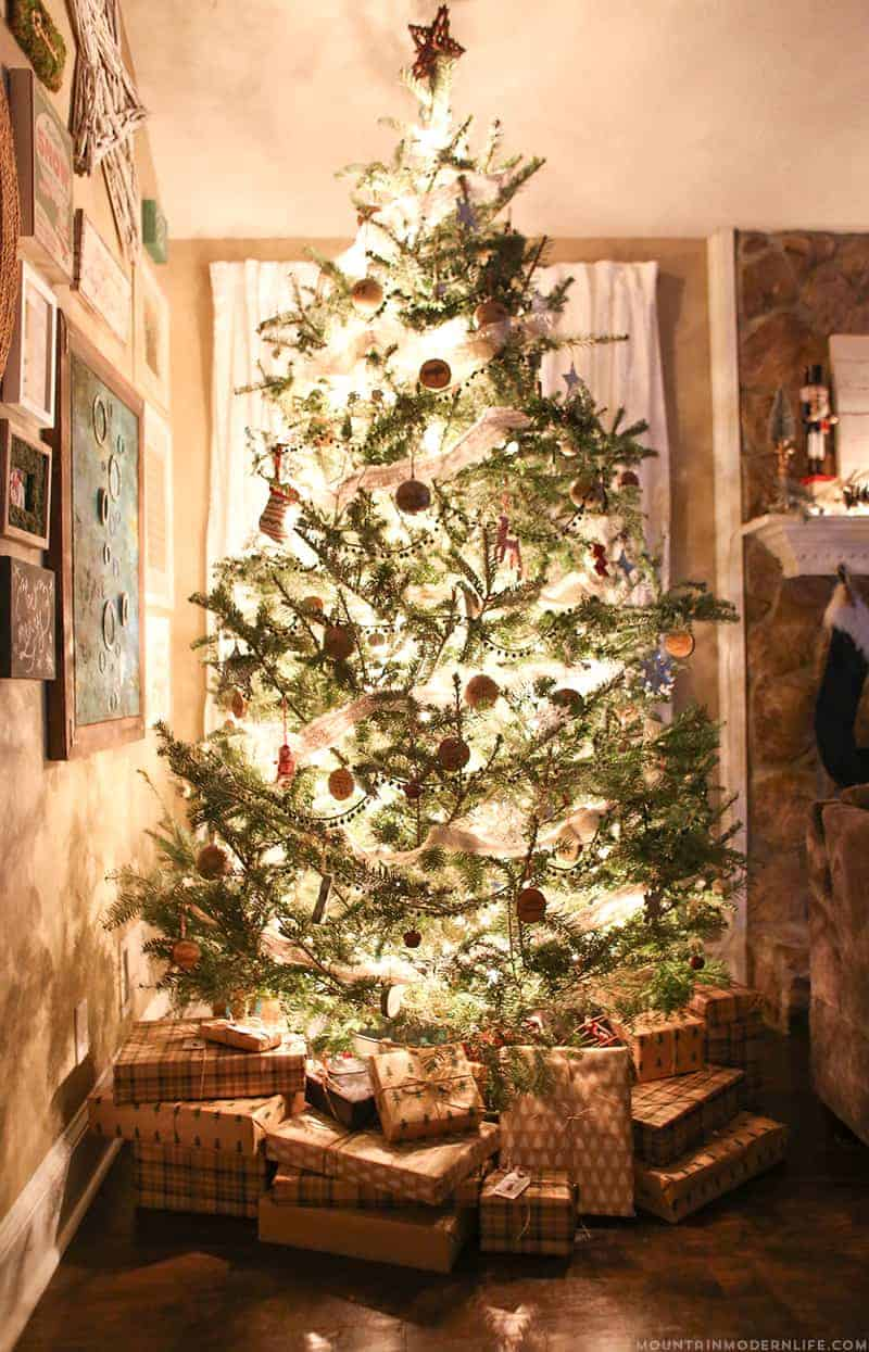 rustic-christmas-tree-decor-mountainmodernlife-com