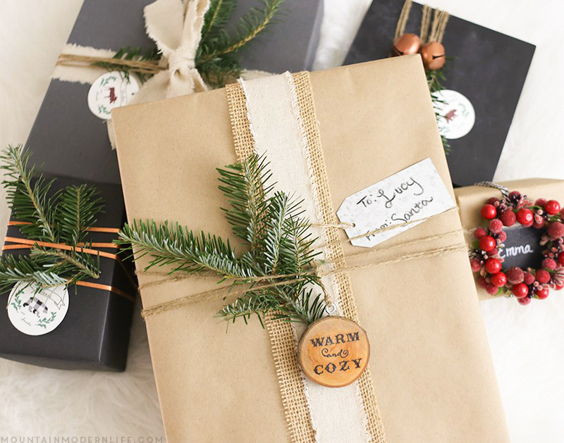 Rustic christmas gift wrapping ideas mountain modern life for Modern christmas card ideas
