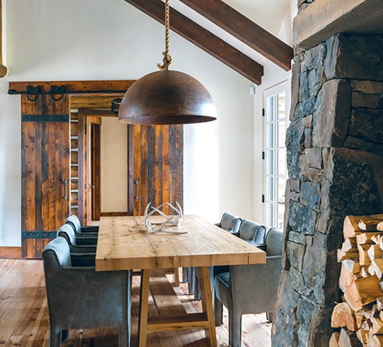 rustic-sliding-doors-in-dining-room-of-montana-montain-home-mountainliving-550x498