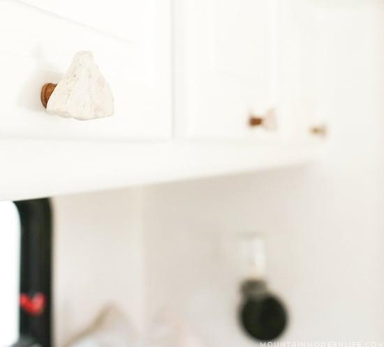 rustic-modern-diy-cabinet-knobs-550×498-mountainmodernlife.com