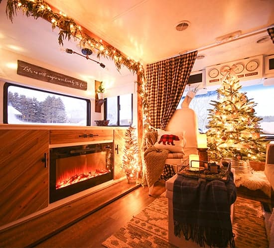 rv-christmas-home-tour-mountainmodernlife-com-550x498