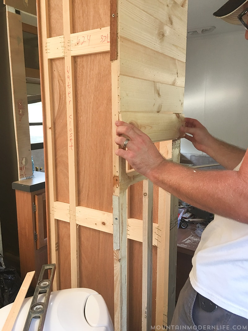Are you thinking about renovating your RV? See how easy it can be to bring life in by creating planked walls in a RV. Mountainmodernlife.com