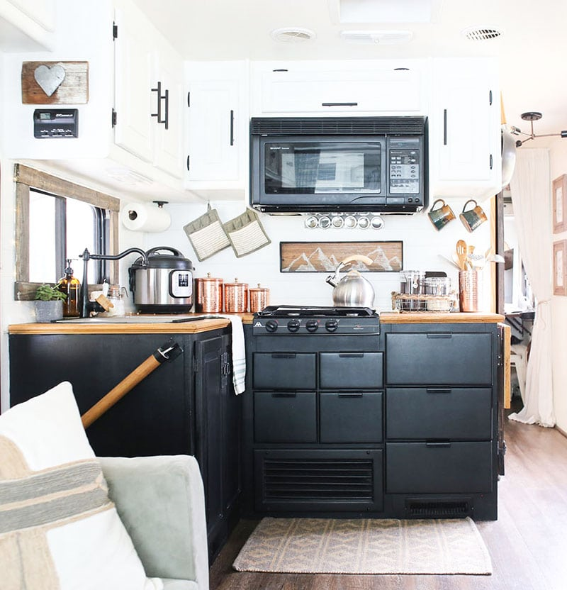 Looking for ways to maximize the space in your RV? Here are some tips for Organizing a Tiny Kitchen!