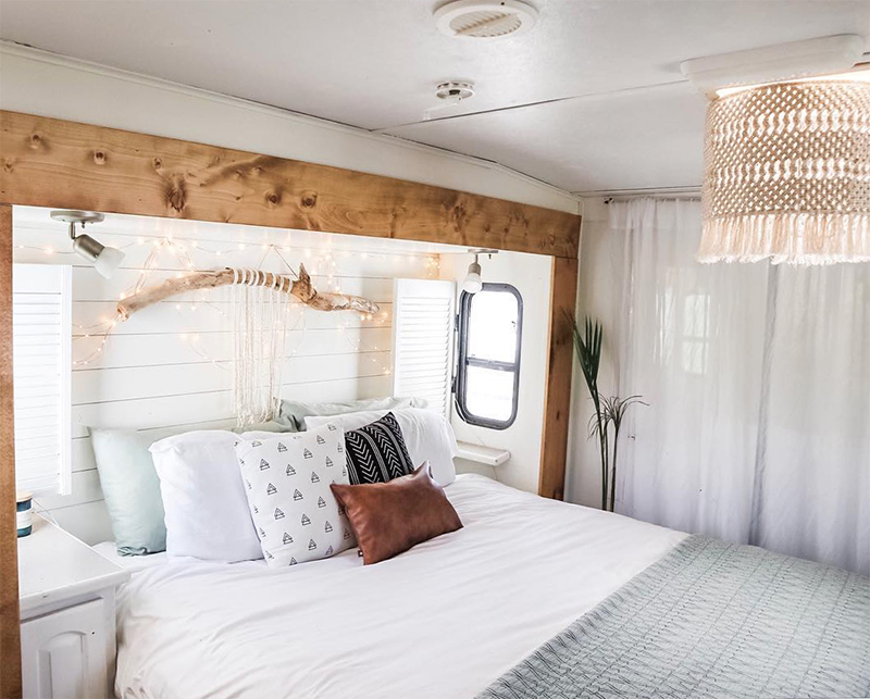 See how a couple transformed their outdated RV into a boho surf shack! Renovation from @ShelbyAdrift - Featured on MountainModernLife.com!