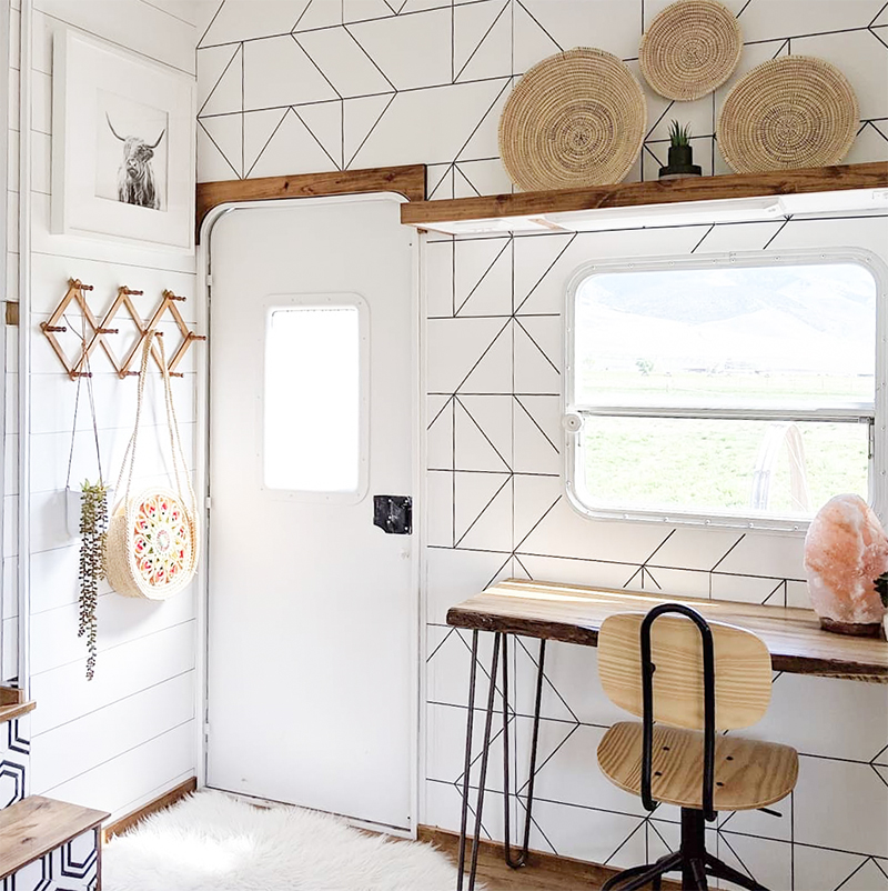 Stunning RV Remodel Featuring @WhiteHouseMuddyFeet on MountainModernLife.com