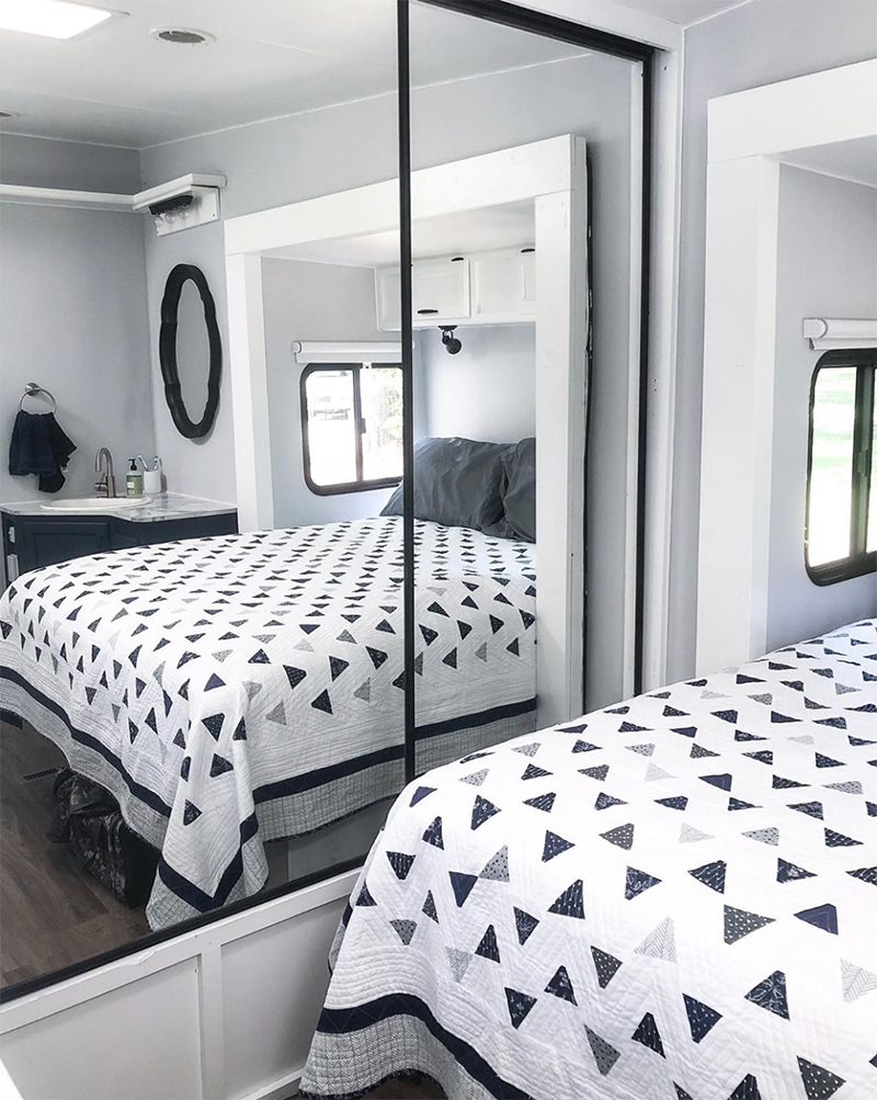 RV Bedroom Makeover from @fifthwheelfarmhouse
