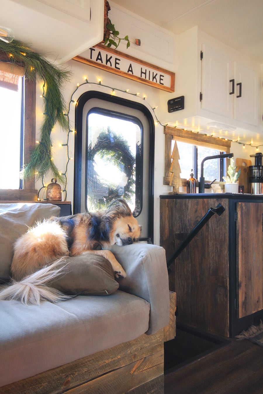 Renovated RV Christmas Tour from MountainModernLife.com