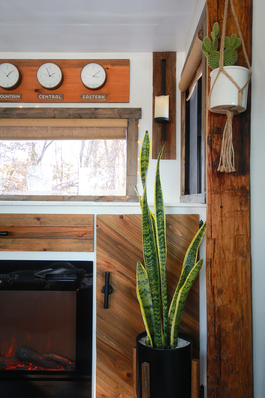 RV with reclaimed barnwood slide-out moulding