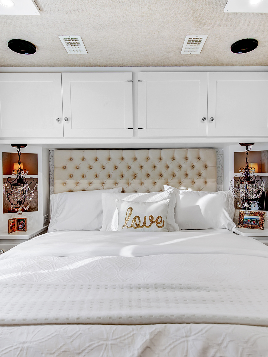 contemporary RV bedroom from RVlove