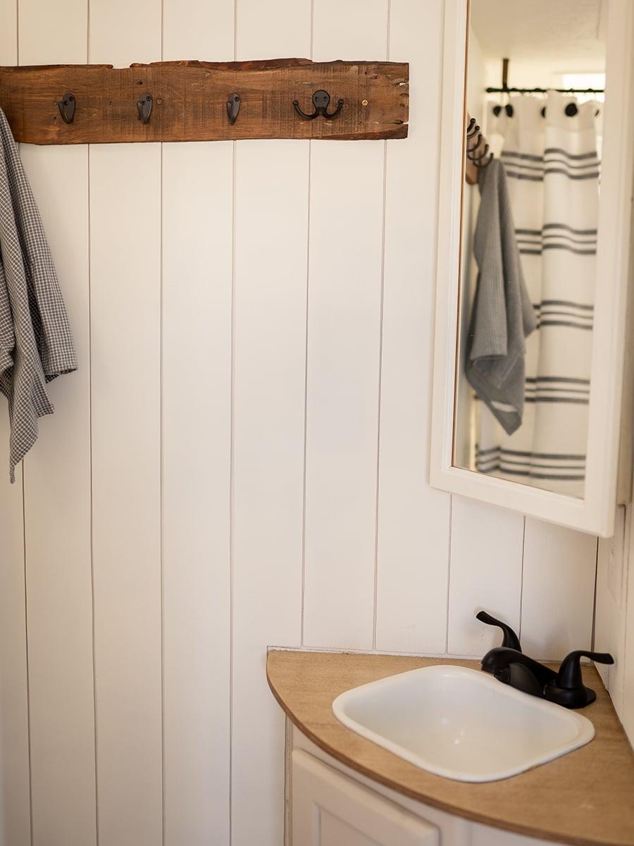 vintage-inspired camper bathroom