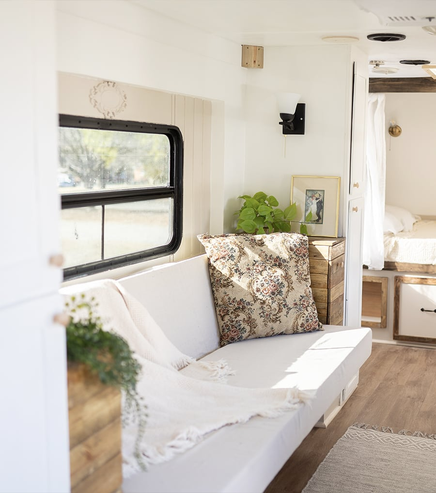 This vintage-country camper renovation has the coziest bed nook (and it\'s for SALE!)